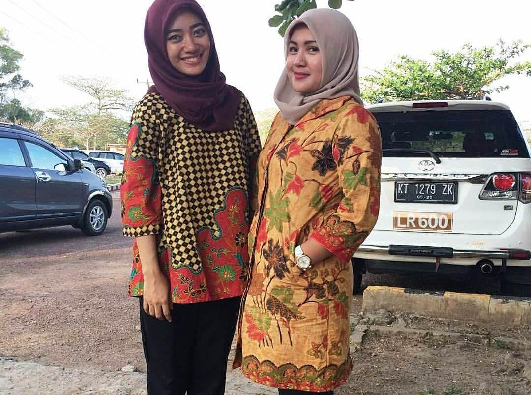Model Baju Batik Kantor Wanita Berjilbab Yang Modern Dan Casual